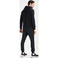 Calvin Klein Jeans HOMEROS SLIM FIT POPOVER Bluza z kapturem black. Czarne bluzy męskie rozpinane Calvin Klein Jeans, m, z bawełny, z kapturem. Za 499,00 zł.