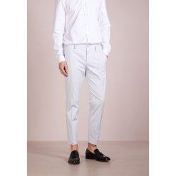 Spodnie męskie: Patrizia Pepe Chinosy frosty grey