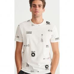 T-shirt z nadrukiem - Kremowy. Białe t-shirty męskie z nadrukiem Reserved, m. Za 39,99 zł.