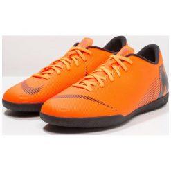 Nike Performance VAPORX 12 CLUB IC Halówki total orange/white/volt/black. Brązowe buty sportowe chłopięce marki Nike Performance, z gumy, do piłki nożnej. Za 209,00 zł.