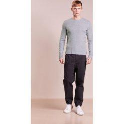 Rag & bone GREGORY CREW Sweter grey heather. Szare swetry klasyczne męskie rag & bone, m, z elastanu. W wyprzedaży za 644,25 zł.