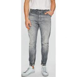 G-Star Raw - Jeansy. Szare jeansy męskie z dziurami marki G-Star RAW. W wyprzedaży za 599,90 zł.