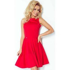 Czerwona Sukienka Rozkloszowana z Dekoltem w Łódkę bez Rękawów. Różowe sukienki koktajlowe marki numoco, l, z dekoltem w łódkę, oversize. Za 169,90 zł.