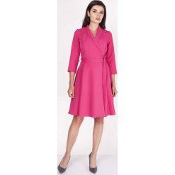 Różowa Sukienka Rozkloszowana Kopertowa z Paskiem. Czerwone sukienki balowe marki Molly.pl, do pracy, l, z tkaniny, z kopertowym dekoltem, kopertowe. W wyprzedaży za 129,18 zł.