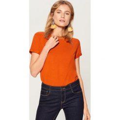 Koszulka oversize - Pomarańczo. Różowe t-shirty damskie marki Mohito, l. Za 29,99 zł.