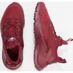 Nike Sportswear HUARACHE RUN DRIFT  Tenisówki i Trampki team red/white. Czerwone tenisówki męskie Nike Sportswear, z materiału. W wyprzedaży za 377,10 zł.