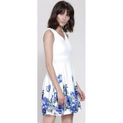 Sukienki: Biało-Granatowa Sukienka Cascade