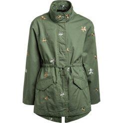 Sisley Parka khaki. Brązowe kurtki dziewczęce Sisley, z bawełny. W wyprzedaży za 233,10 zł.