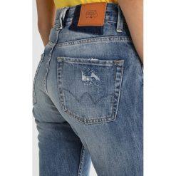 Le Temps Des Cerises Jeansy Relaxed Fit blue. Niebieskie jeansy damskie Le Temps Des Cerises. W wyprzedaży za 390,15 zł.