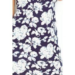 Beatrice Sukienka z dekoltem oraz wycięciem na plecach - BEŻOWE kwiaty + GRANAT. Czarne sukienki marki Mohito, l, z dekoltem na plecach. Za 139,99 zł.