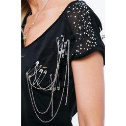Bluzki damskie: Koszulka z wyciętym wzorem na plecach czarna ZZ1093