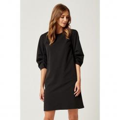 Sukienka w kolorze czarnym. Sukienki małe czarne marki SCUI, s, z okrągłym kołnierzem. W wyprzedaży za 149,95 zł.