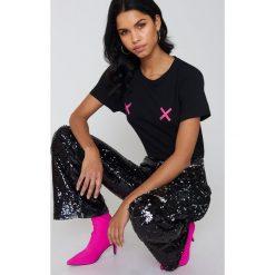 NA-KD Koszulka Double X - Black. Czarne t-shirty damskie NA-KD, z okrągłym kołnierzem. Za 72,95 zł.