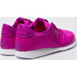 New Balance - Buty. Różowe buty sportowe damskie marki New Balance, z gumy. W wyprzedaży za 179,90 zł.