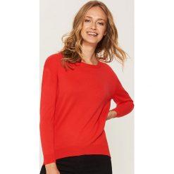 Sweter z asymetrycznym dołem - Czerwony. Szare swetry klasyczne damskie marki Mohito, l, z asymetrycznym kołnierzem. Za 59,99 zł.