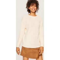 Sweter z dekoltem z tyłu - Kremowy. Białe swetry klasyczne damskie marki Reserved, l, z dzianiny. Za 79,99 zł.