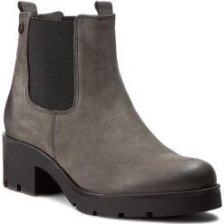 Sztyblety CARINII - B3543 G65-000-PSK-B35. Szare buty zimowe damskie Carinii, z materiału, na obcasie. W wyprzedaży za 249,00 zł.