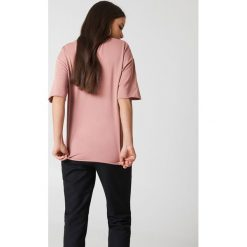 Bluzy damskie: NA-KD Basic Bluza oversize z krótkim rękawem - Pink