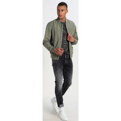 Denham BOLT Jeans Skinny Fit black. Czarne jeansy męskie relaxed fit Denham, z bawełny. Za 759,00 zł.