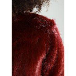 Dry Lake COZY SHORT Kurtka zimowa dark red. Czerwone bomberki damskie Dry Lake, na zimę, xl, z materiału. W wyprzedaży za 435,60 zł.
