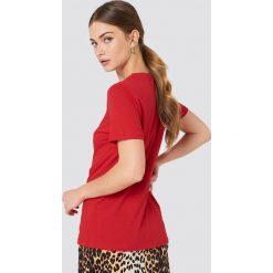 NA-KD T-shirt Babe Chest - Red. Czerwone t-shirty damskie NA-KD, z nadrukiem, z bawełny. Za 72,95 zł.