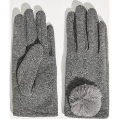 Rękawiczki z pomponem - Szary. Szare rękawiczki damskie Sinsay. Za 24,99 zł.