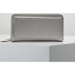Portfele damskie: Sisley Portfel silver