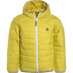 Timberland Kurtka przejściowa anis. Żółte kurtki chłopięce przejściowe Timberland, z materiału. W wyprzedaży za 341,10 zł.