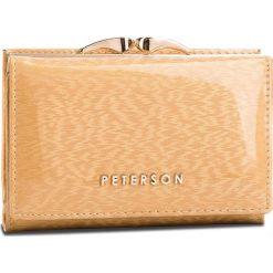 Mały Portfel Damski PETERSON - 412-14-09-13 Gold. Żółte portfele damskie Peterson, z lakierowanej skóry. Za 139,00 zł.