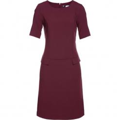 Sukienka bonprix czerwony klonowy. Czerwone sukienki z falbanami marki bonprix. Za 79,99 zł.
