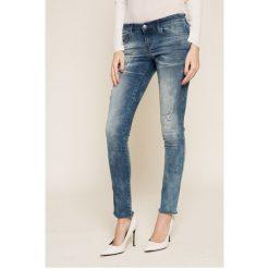 Diesel - Jeansy. Szare jeansy damskie Diesel, z obniżonym stanem. W wyprzedaży za 799,90 zł.