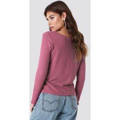 NA-KD Trend Sweter z dekoltem V - Pink. Białe swetry klasyczne damskie marki NA-KD Trend, z nadrukiem, z jersey, z okrągłym kołnierzem. Za 100,95 zł.