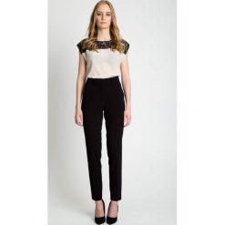 Czarne spodnie w kant z wysokim stanem BIALCON. Czarne spodnie z wysokim stanem marki BIALCON. W wyprzedaży za 139,00 zł.