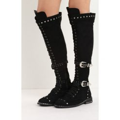 Czarne Zamszowe Kozaki Tainted Love. Czarne buty zimowe damskie marki Kazar, ze skóry, przed kolano, na wysokim obcasie, na obcasie. Za 104,99 zł.