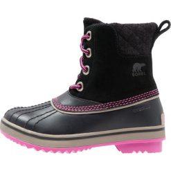 Sorel SLIMPACK II LACE Śniegowce black/kettle. Czarne buty zimowe chłopięce Sorel, z materiału. W wyprzedaży za 351,20 zł.