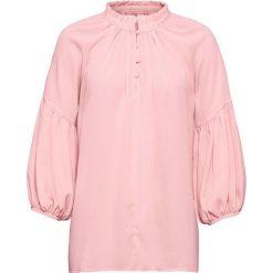 Bluzka z rękawami balonowymi bonprix stary jasnoróżowy. Czerwone bluzki asymetryczne bonprix, retro, ze stójką. Za 129,99 zł.