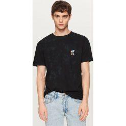 T-shirty męskie: T-shirt z haftowaną czaszką – Czarny