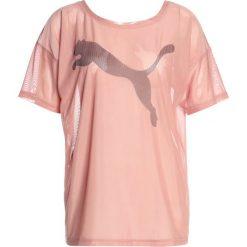 Puma DANCER DRAPEY TEE Tshirt z nadrukiem cameo brown. Brązowe topy sportowe damskie marki Puma, m, z nadrukiem, z elastanu. W wyprzedaży za 135,20 zł.