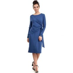 Niebieska Sukienka Elegancka z Asymetryczną Nakładką. Różowe sukienki asymetryczne marki numoco, l, z dekoltem w łódkę. Za 135,90 zł.