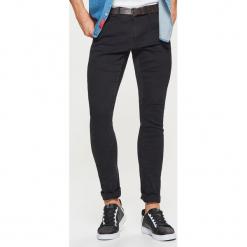 Jeansy SLIM z paskiem - Czarny. Czarne jeansy męskie regular Cropp. Za 149,99 zł.