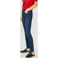 Wrangler - Jeansy. Szare jeansy damskie skinny marki Wrangler, na co dzień, m, z nadrukiem, casualowe, z okrągłym kołnierzem, mini, proste. Za 329,90 zł.
