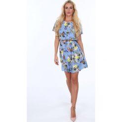Sukienka z paseczkiem w kwiaty niebieska 21627. Sukienki z falbanami Fasardi, s, w kwiaty. Za 69,00 zł.