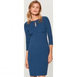 Dopasowana sukienka - Niebieski. Niebieskie sukienki marki Mohito, l, dopasowane. Za 99,99 zł.