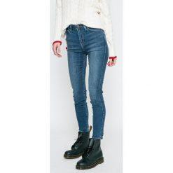 Lee - Jeansy Scareltt. Niebieskie jeansy damskie Lee, z aplikacjami, z bawełny. Za 329,90 zł.