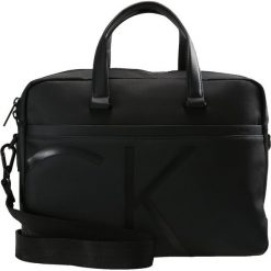 Calvin Klein RAISED LOGO Aktówka black. Czarne aktówki męskie marki Calvin Klein. Za 669,00 zł.