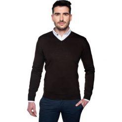 Swetry klasyczne męskie: sweter bascon w serek brąz
