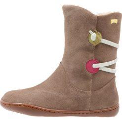 Camper TWINS Śniegowce medium brown. Brązowe buty zimowe damskie Camper, z materiału. W wyprzedaży za 287,20 zł.