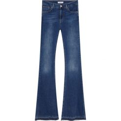 Jeansy dzwony ze średnim stanem. Szare jeansy damskie marki Pull & Bear, moro. Za 119,00 zł.