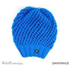 Czapki damskie: turkusowa czapka ażurowa na drutach