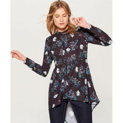 Koszula z wydłużonym tyłem - Wielobarwn. Brązowe koszule damskie marki Mohito, m. Za 99,99 zł.